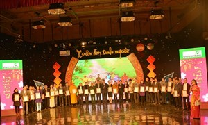Vietcombank Hải Dương làm đầu mối quyền góp quà tết tặng người nghèo
