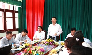 Trưởng Ban Kinh tế Trung ương Vương Đình Huệ khảo sát thực tế mô hình nông thôn mới tại tỉnh Hưng Yên