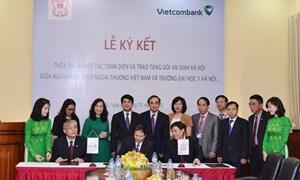 Vietcombank trao tặng 2 tỷ cho Trường Đại học Y Hà Nội