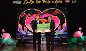 """Vietcombank tặng 1,2 tỷ đồng tại Chương trình """"Xuân ấm tình người"""" 2016"""