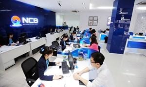 NCB phục vụ khách hàng giao dịch trong giờ nghỉ trưa