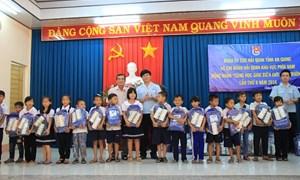 Hải quan Bình Dương: Đồng hành cùng học sinh đến trường