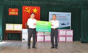 Vietcombank tặng 3 xuồng CQ cho chiến sỹ quần đảo Trường Sa