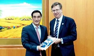 Thứ trưởng Trần Xuân Hà tiếp Chủ tịch kiêm Tổng Giám đốc USABC (Hoa Kỳ)