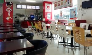 """Nhiều hàng quán ở Hà Nội """"phá sản"""" vì dịch Covid-19"""