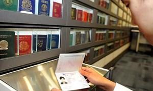 Quy định hộ chiếu có gắn chíp điện tử còn nhiều ý kiến trái chiều