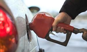 [Infographics] Những lần điều chỉnh giá xăng trong nước gần nhất