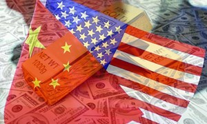 Vàng, lãi suất âm và căng thẳng Mỹ - Trung
