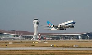 Bắc Kinh hủy hơn nghìn chuyến bay sau khi nâng mức cảnh báo COVID-19