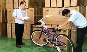 """""""Đội lốt"""" hàng Việt Nam để tìm đường xuất khẩu sang Mỹ"""