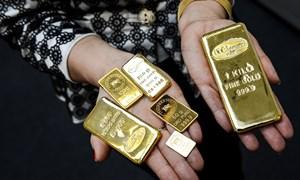 """Giá vàng SJC vẫn """"bám đuổi"""" giá vàng thế giới"""