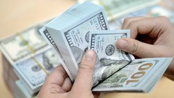 Giá USD trong nước ít biến động dù tỷ giá trung tâm liên tục tăng