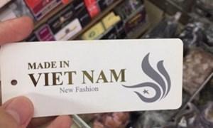 """Hàng loạt thương hiệu thời trang dính nghi vấn """"đội lốt hàng Việt"""""""