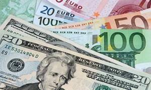 Tỷ giá trung tâm tăng, giá USD ở các ngân hàng thương mại giảm nhẹ