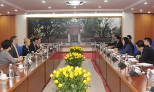 Thứ trưởng Vũ Thị Mai tiếp Phó Chủ tịch Tập đoàn Amazon