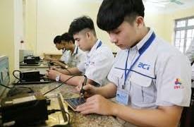 Gắn giáo dục nghề nghiệp với thực tiễn sản xuất của doanh nghiệp ở Việt Nam