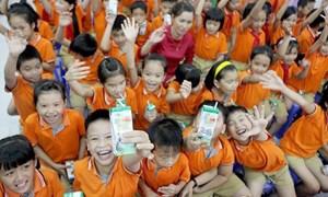 """Mở thầu tài chính sữa học đường ở Hà Nội: Hai """"ông lớn"""" chào giá ngàn tỉ đồng"""