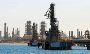 Giá dầu thế giới neo gần mức cao nhất 4 tháng