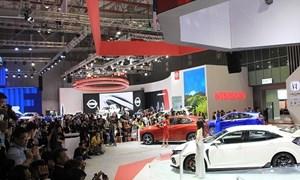 Tháng 3, các hãng ô tô lại đua nhau giảm giá tặng phụ kiện mời khách mua xe