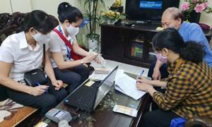 Hà Nội hoàn thành việc chi trả lương hưu, trợ cấp tại nhà cho 90% số người thụ hưởng