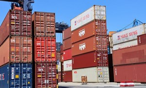 Gần 4 tháng, thu ngân sách từ hoạt động xuất nhập khẩu đạt 120.378 tỷ đồng