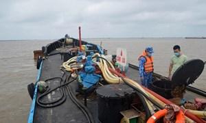 Buôn bán dầu DO trái phép gia tăng ở vùng biển phía Nam