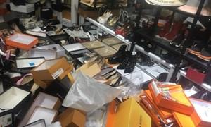 """Thu giữ gần 2.400 hàng hiệu """"nhái"""" tại phố cổ Hà Nội"""