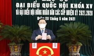 Chủ tịch Quốc hội Vương Đình Huệ bỏ phiếu bầu cử tại TP. Hải Phòng