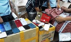 Lực lượng Hải quan phát hiện hơn 100 điện thoại và linh kiện nhập lậu