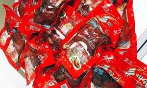 Đùi gà Trung Quốc để 1 năm không hỏng, 15.000 đồng/cái được rao bán tràn lan