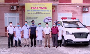 Tiếp nhận xe cứu thương do tổ chức, cá nhân tài trợ phục vụ phòng chống đại dịch