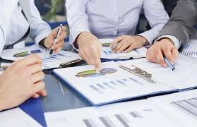 Ảnh hưởng của đặc điểm hội đồng quản trị đến quản trị lợi nhuận của các công ty niêm yết trên thị trường chứng khoán Việt Nam