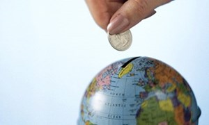 Có nên hạn chế đầu tư ra nước ngoài?
