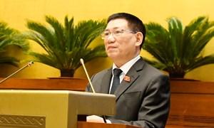 Bộ trưởng Hồ Đức Phớc trình bày Tờ trình về dự án Luật Kinh doanh bảo hiểm (sửa đổi)