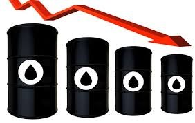 Giá dầu giảm do áp lực thừa cung