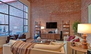 Phòng khách mộc mạc với tường gạch trần