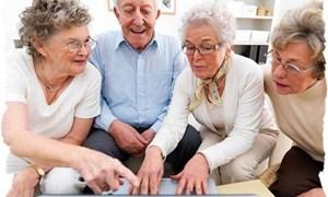 Người già sử dụng công nghệ thông tin sẽ hạnh phúc hơn
