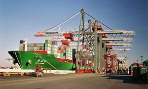 Trung Quốc thâm hụt thương mại lần đầu tiên trong 3 năm qua
