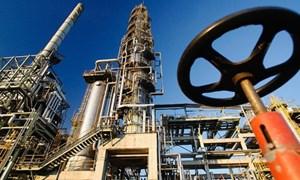 Giá dầu vẫn ở sát mức cao nhất trong hai năm