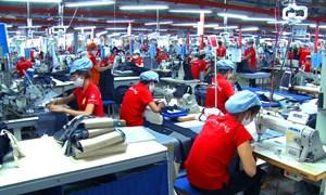 """Thời trang Việt """"lao đao"""" trước làn sóng thương hiệu ngoại"""
