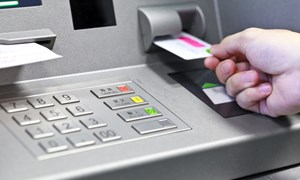 """Yêu cầu không để ATM """"nghẽn mạng"""" dịp cuối năm"""