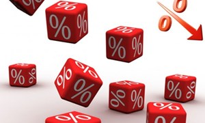 """Nhiều yếu tố """"kìm"""" lãi suất cho vay giảm"""