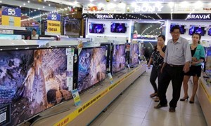 Tivi xịn mất giá 20 triệu đồng: Hàng tồn đầy kho, giá còn giảm nữa