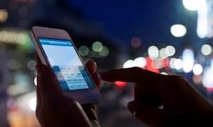 Lưu ý bảo vệ mắt khi sử dụng điện thoại trước lúc ngủ