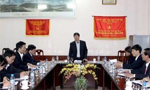 Tổng Giám đốc KBNN Nguyễn Hồng Hà đến thăm và động viên khóa sổ quyết toán tại các KBNN thuộc tỉnh Hòa Bình