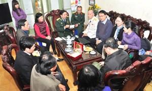 Hội cựu chiến binh cơ quan Bộ Tài chính đến thăm và tri ân gia đình liệt sỹ