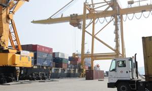 Thanh toán xuất - nhập khẩu: Cạnh tranh âm thầm nhưng gay gắt