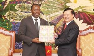 Bộ trưởng Đinh Tiến Dũng tiếp và làm việc với đoàn công tác một số bộ, ngành Haiti