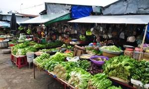 Nghịch lý chợ dân sinh