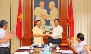 Bộ trưởng Đinh Tiến Dũng làm việc với Ban Thường trực Ủy ban Trung ương Mặt trận Tổ quốc Việt Nam
